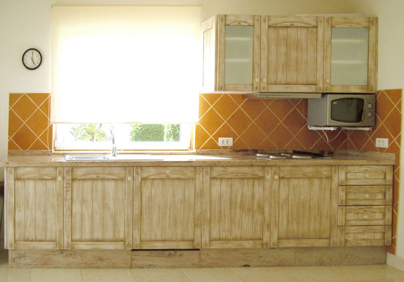 Carpinter a tenerife cocinas lacadas o rusticas for Puertas de cocina rusticas