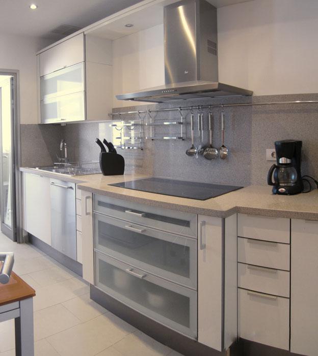 Carpinter a tenerife cocinas lacadas o rusticas - Cocinas con puertas de cristal ...