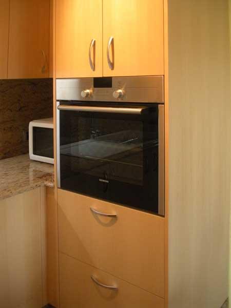 Carpinter a tenerife cocinas lacadas o rusticas for Mueble para encastrar horno y encimera
